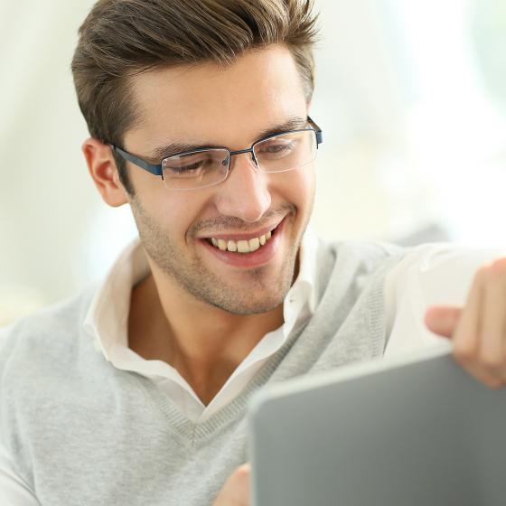 Alkalmazkodást segítő szemüveglencsék